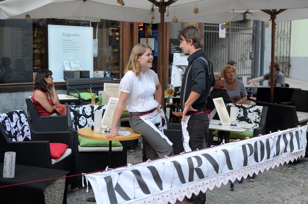 Kavarna poezije: eksperimentalno-literarna pokuševalnica poezije Inštituta IRIU